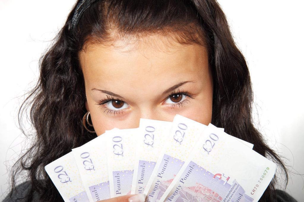 cash-eyes-finance-41526-1024x683